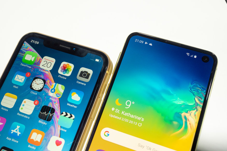 iPhone Xr / Galaxy S10e